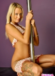 Nikki Summer pole dancing