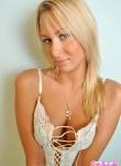 Blonde vixen Nikki Summer